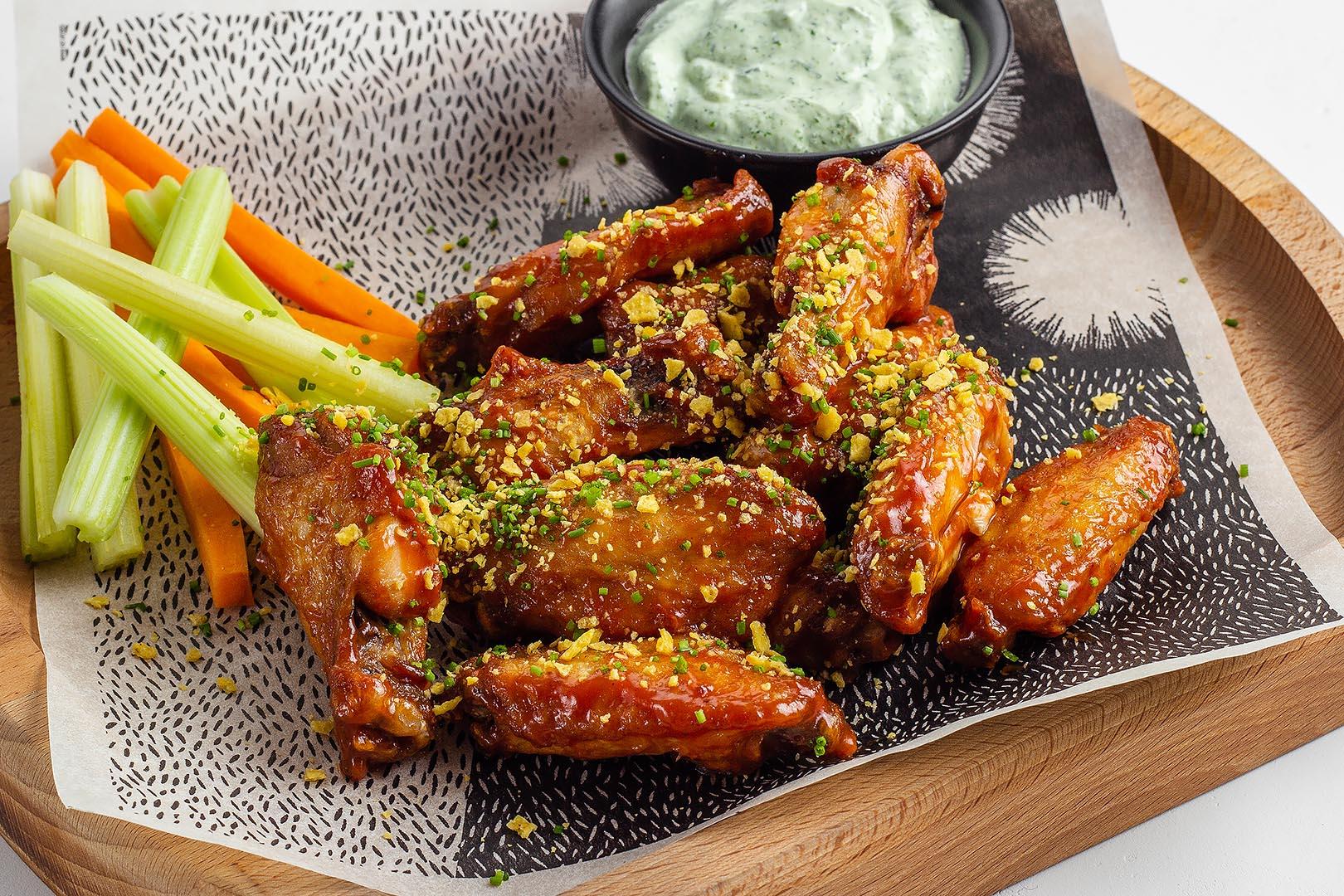 Куриные крылышки с китайским соусом барбекю